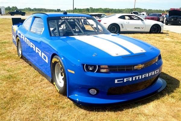Camaro5 Fest. Blue Camaro with White Stripes