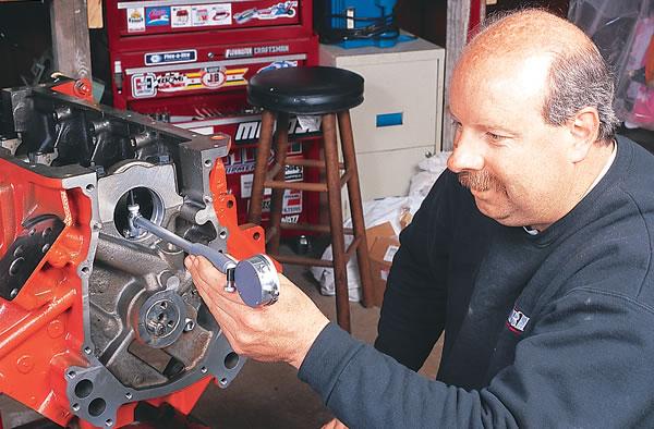 Checking tolerances and clearances on a Mopar 440