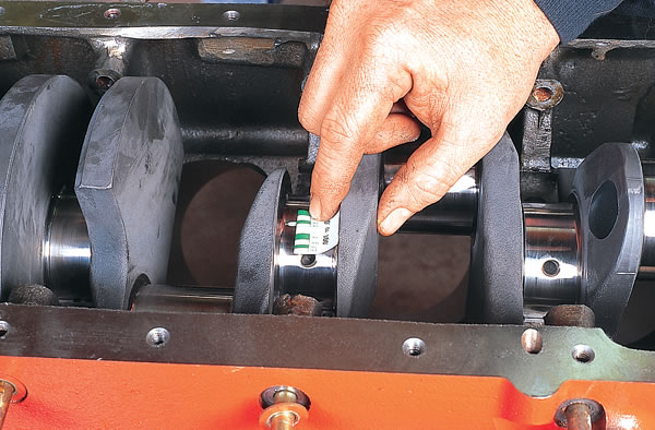 Checking rod to crank clearance on a Mopar 440