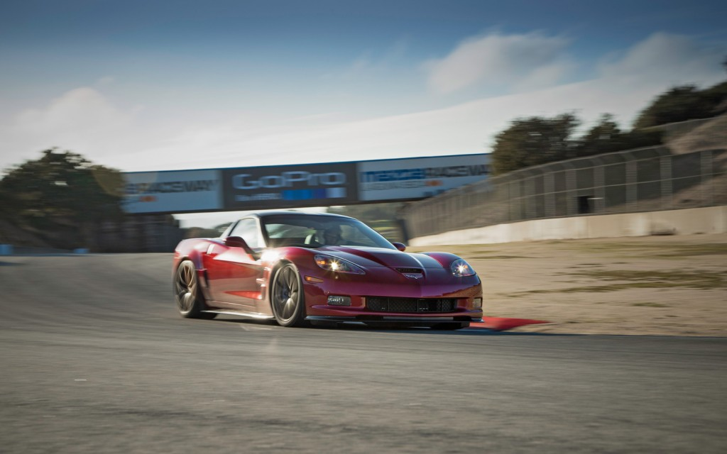 2013-Chevrolet-Corvette-ZR1-front-three-quarter-2