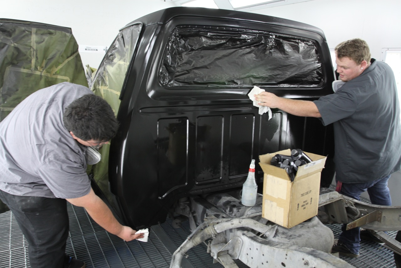 how to spray auto air colors water based paint onallcylinders. Black Bedroom Furniture Sets. Home Design Ideas