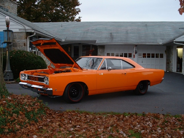 1968 Plymouth Roadrunner orange