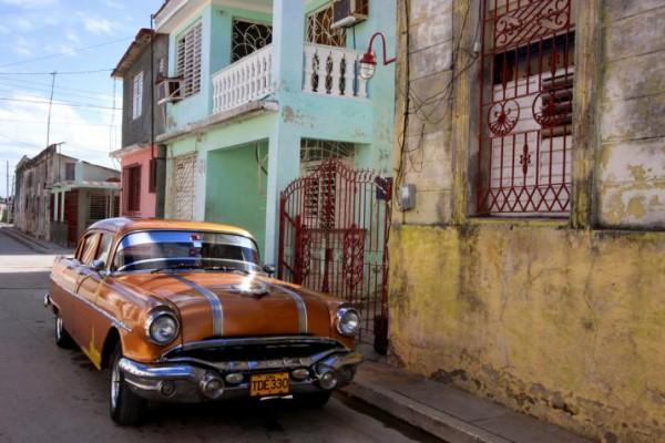 Cuba-Cars-Brown