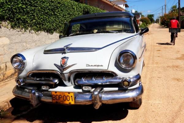 Cuba-Cars-Dodge