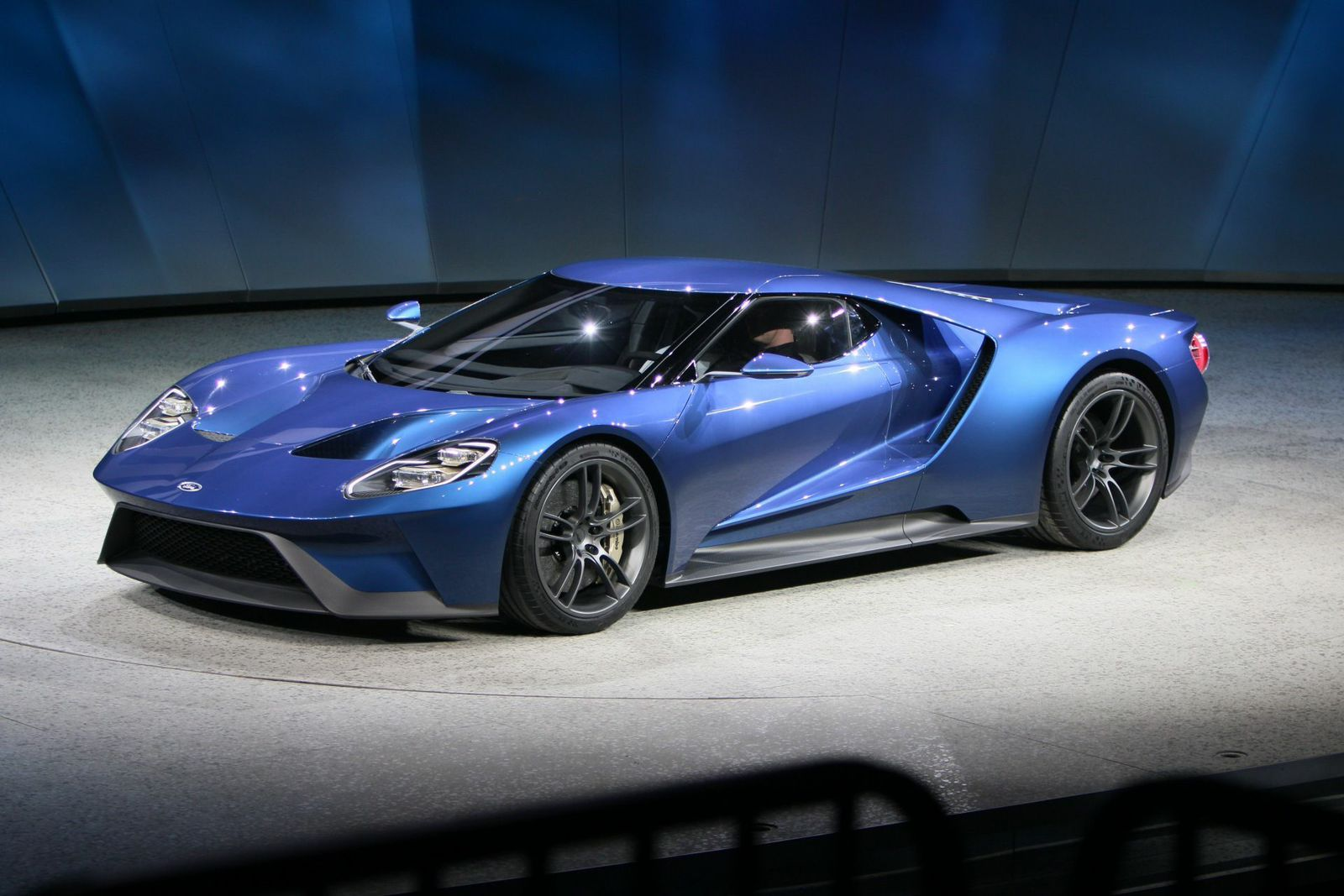 Ford unveils 600 hp twin turbo ecoboost v6 gt supercar at detroit auto show