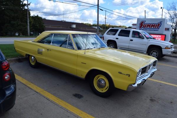 1966 Dodge Coronet 440 magnum yellow 8