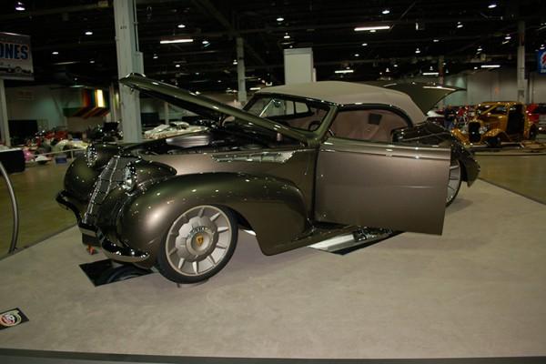 Billy & Debbie Thomas - 1939 Oldsmobile 'Olds Cool' (12)
