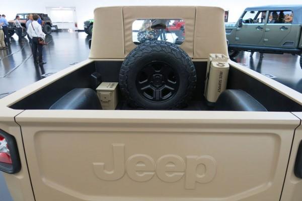 Jeep-Comanche-concept-spare-tire