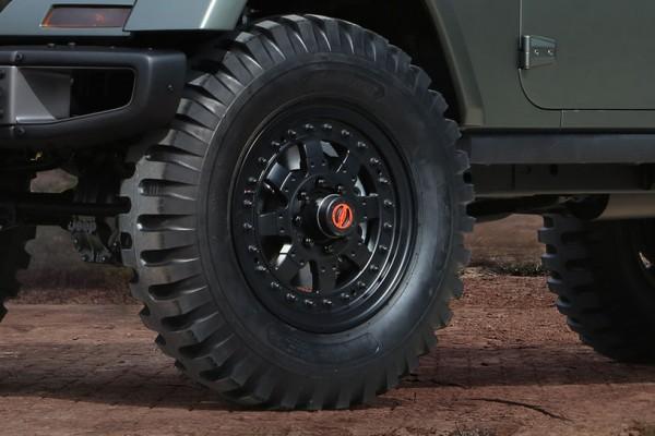 Jeep-Crew-Chief-715-concept-tire-closeup