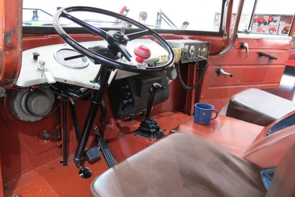 Jeep-FC-150-concept-cabin-01