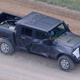 First Glimpse: New Jeep Wrangler Pickup Spied!