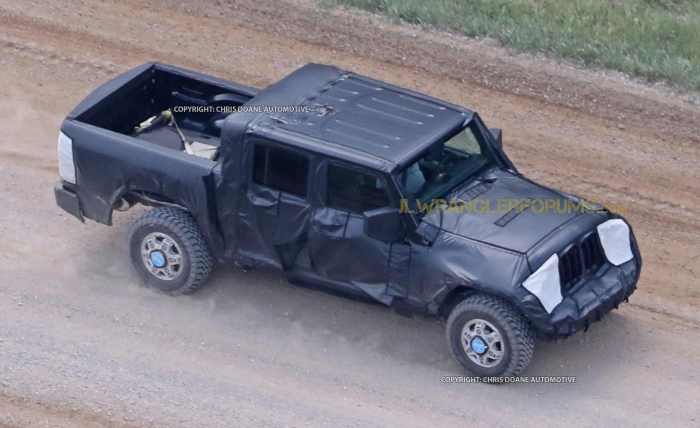 first glimpse new jeep wrangler pickup spied onallcylinders. Black Bedroom Furniture Sets. Home Design Ideas