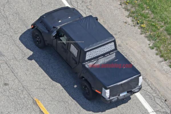 Jeep Wrangler pickup spyshot 1