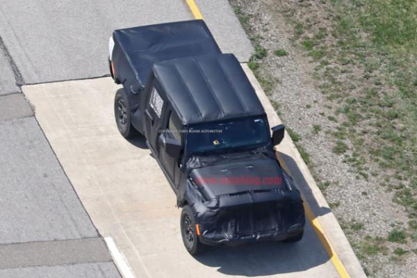 Jeep Wrangler pickup spyshot 3