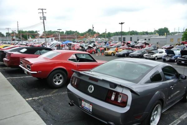 Camaro-Mustang Photo 4