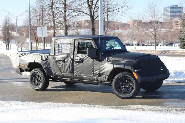 Jeep-Scrambler-Spy-Shot,-Front