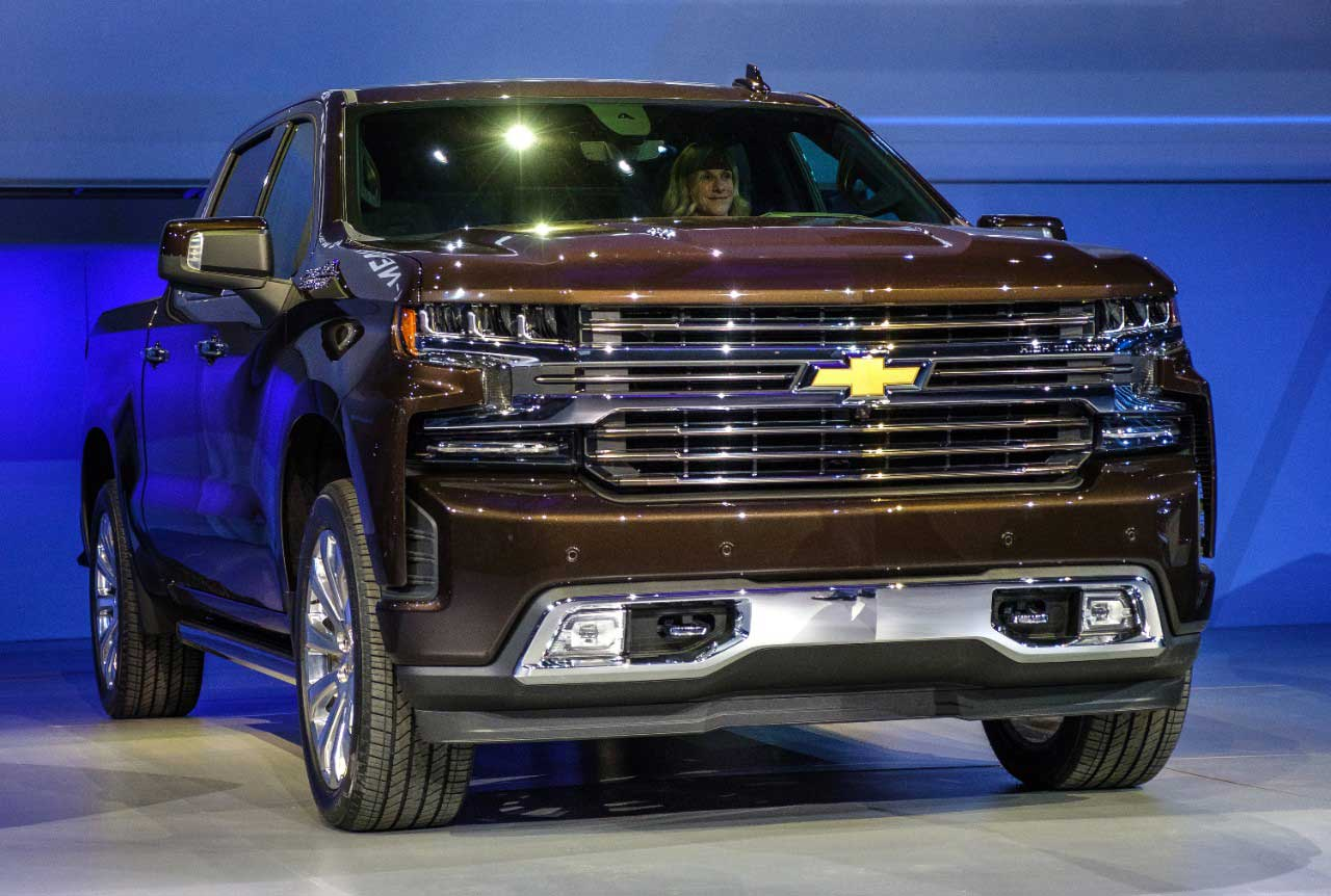 Ford Vs Chevy Trucks >> 2019 Chevy Silverado Introduced with New Diesel Engine ...
