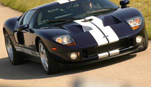 The Ford GT hearkened back to the legendary GT-40, which terrorized  the Le Mans circuit back in the 1960s. (Image/Autoblog.com)