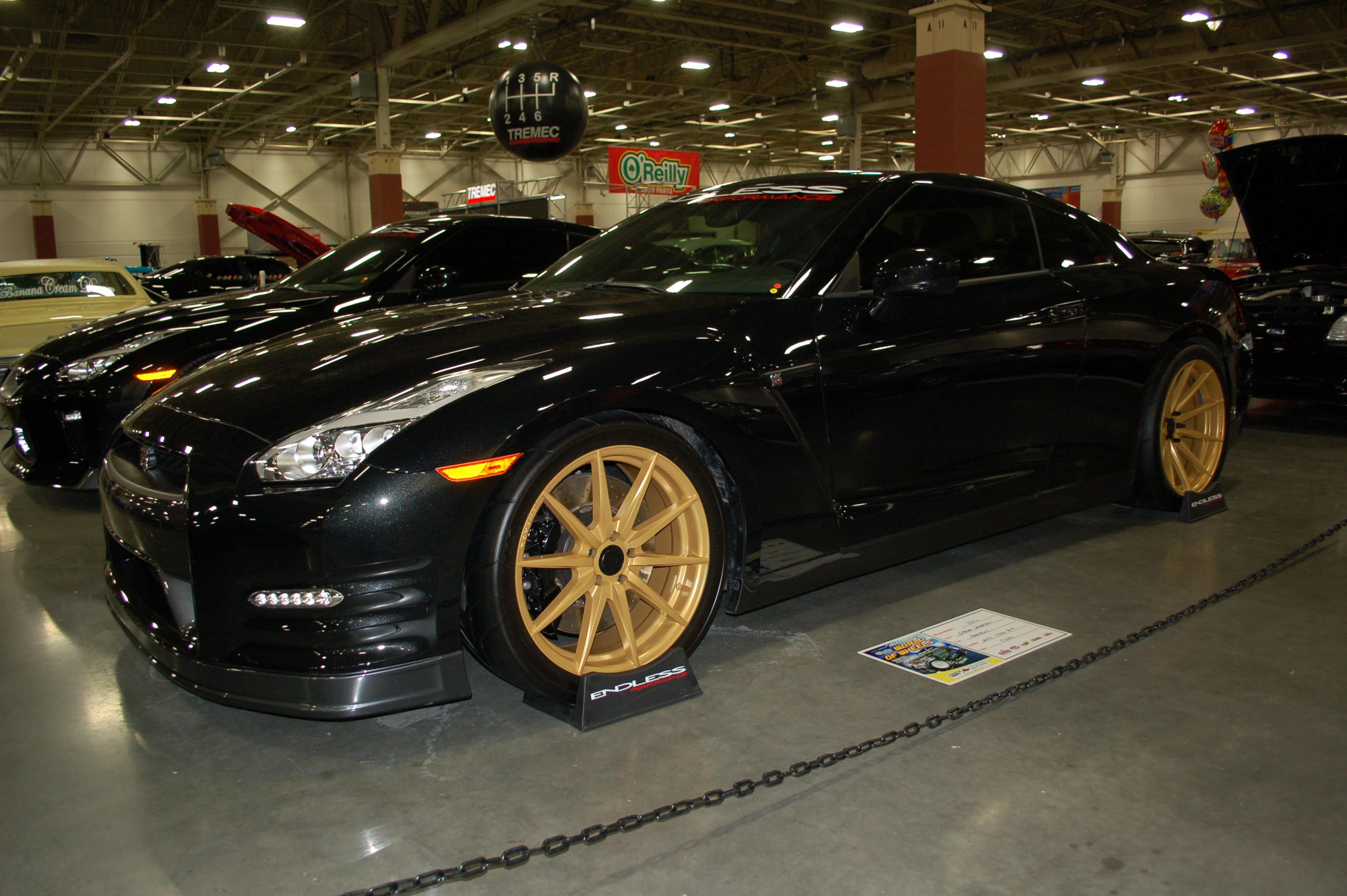 Milwaukee-World-of-Wheels-Nissan-GTR
