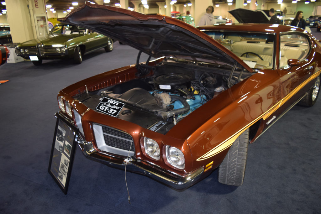 1971-Pontiac-GT-37-Hood-Up