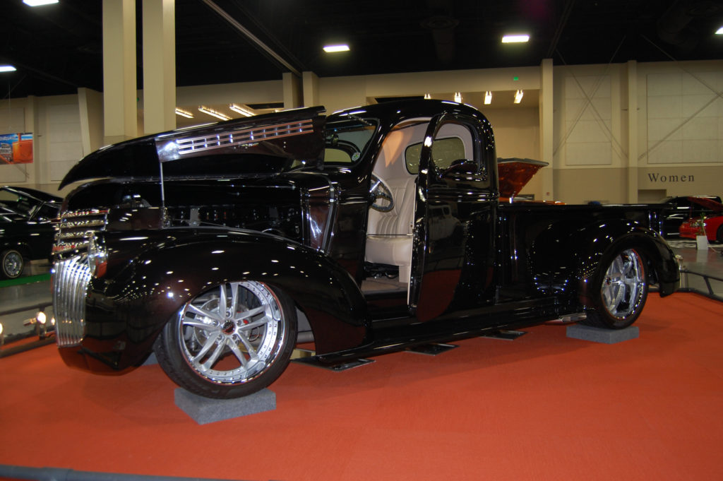 SLC-Car-Show-hot-rod-turck,-black