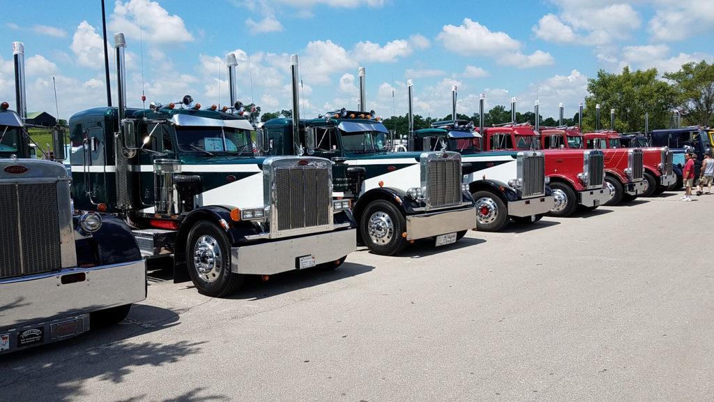 Row-of-classic-semi-trucks