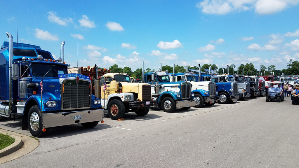 Row-of-vintage-semi-trucks-and-18-wheelers