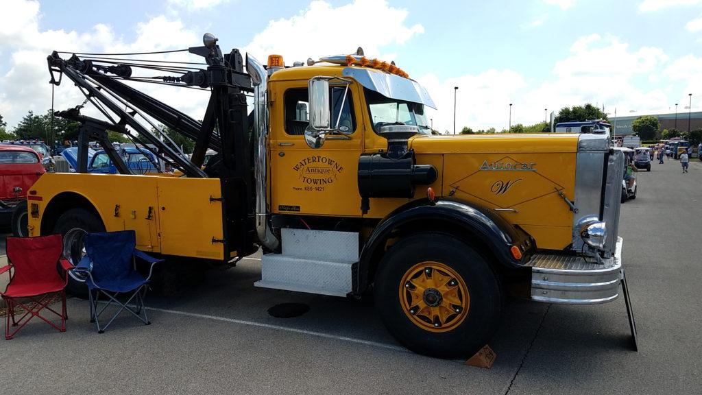 Vintage-tow-truck-wrecker