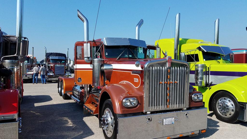 vintage-kenworth-semi-truck-brown