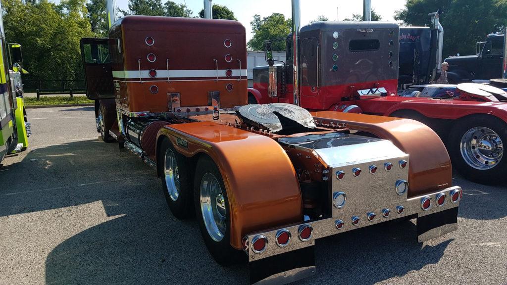 vintage-semi-truck-5th-wheel