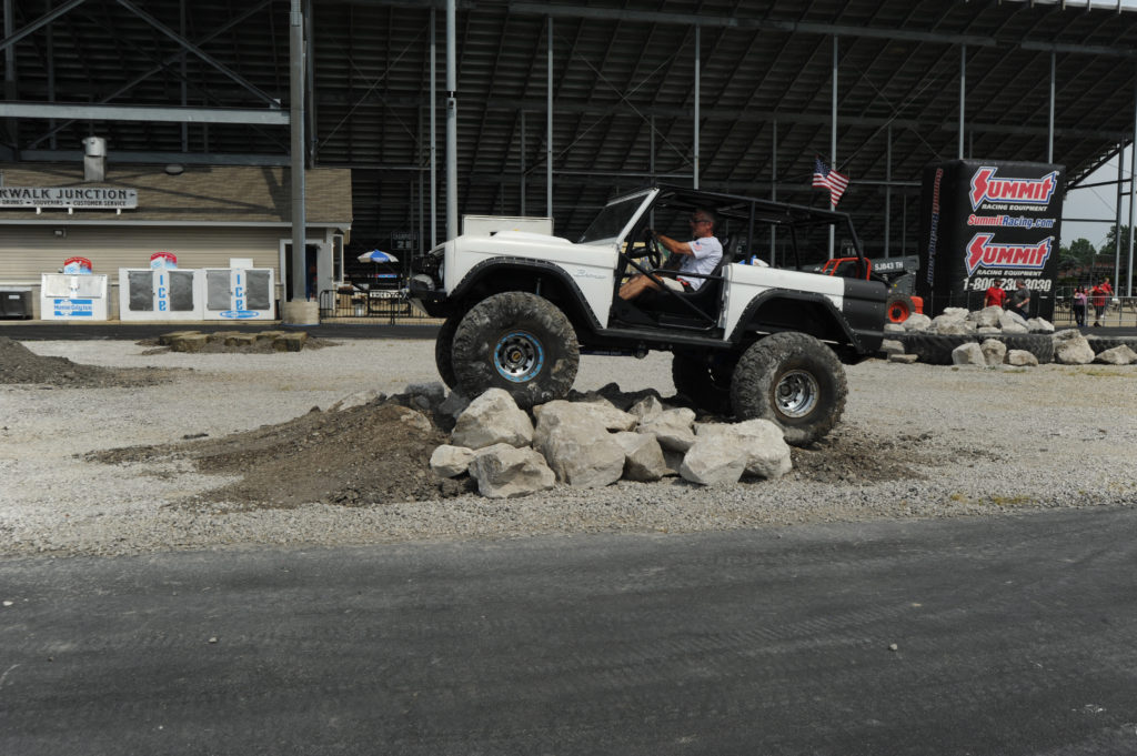 Ford-Bronco-Off-Roading-Obstacle-Course