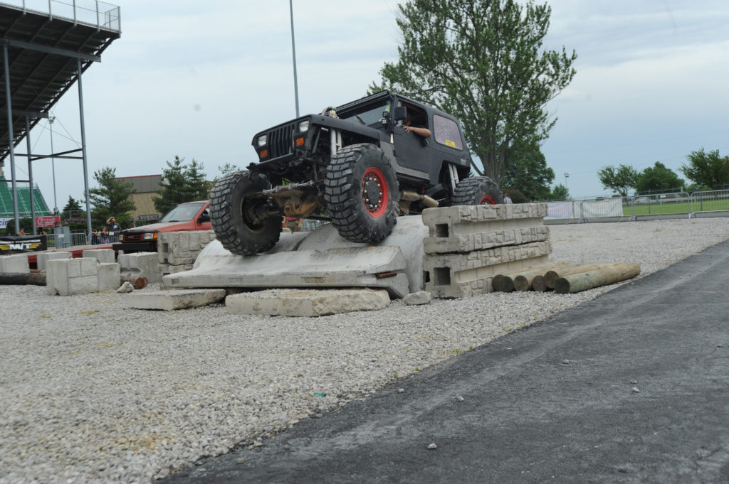 Jeep-Wrangler-YJ-Off-Road-Course-Obstacle