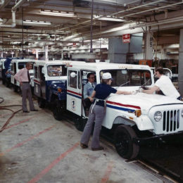 Postal Jeeps on assembly line in the former Studebaker plant in South Bend, IN. (Image/Curbside Classic)