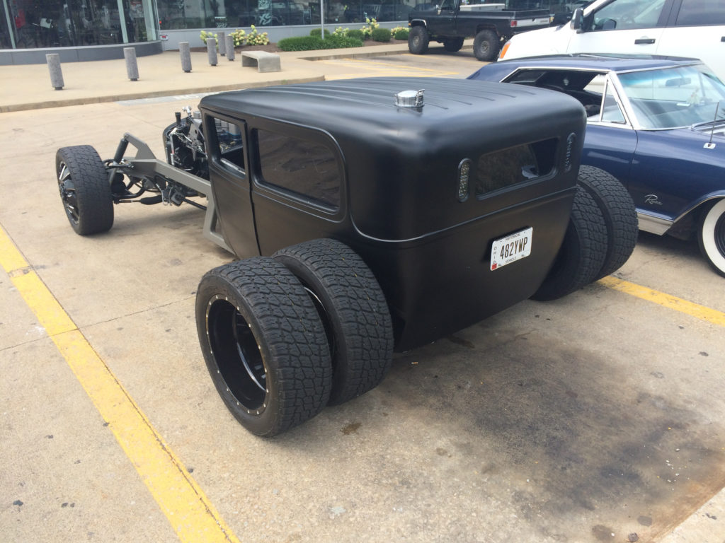 Cummins-Diesel-Hot-Rod-Rear-Dually-Wheels