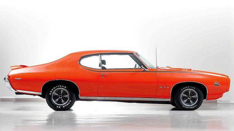 1969-Pontiac-GTO-Judge-side