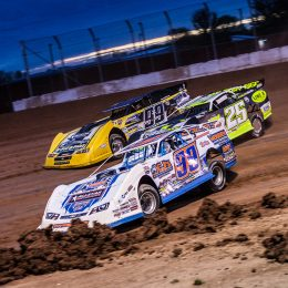 Circle track dirt racing. (Image/Hot Rod)